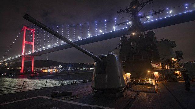 У мережі показали перші кадри американського есмінця в Чорному морі. ФОТО