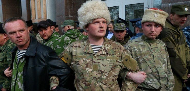 У Криму окупанти виганяють на вулицю родини зрадників України. ФОТО