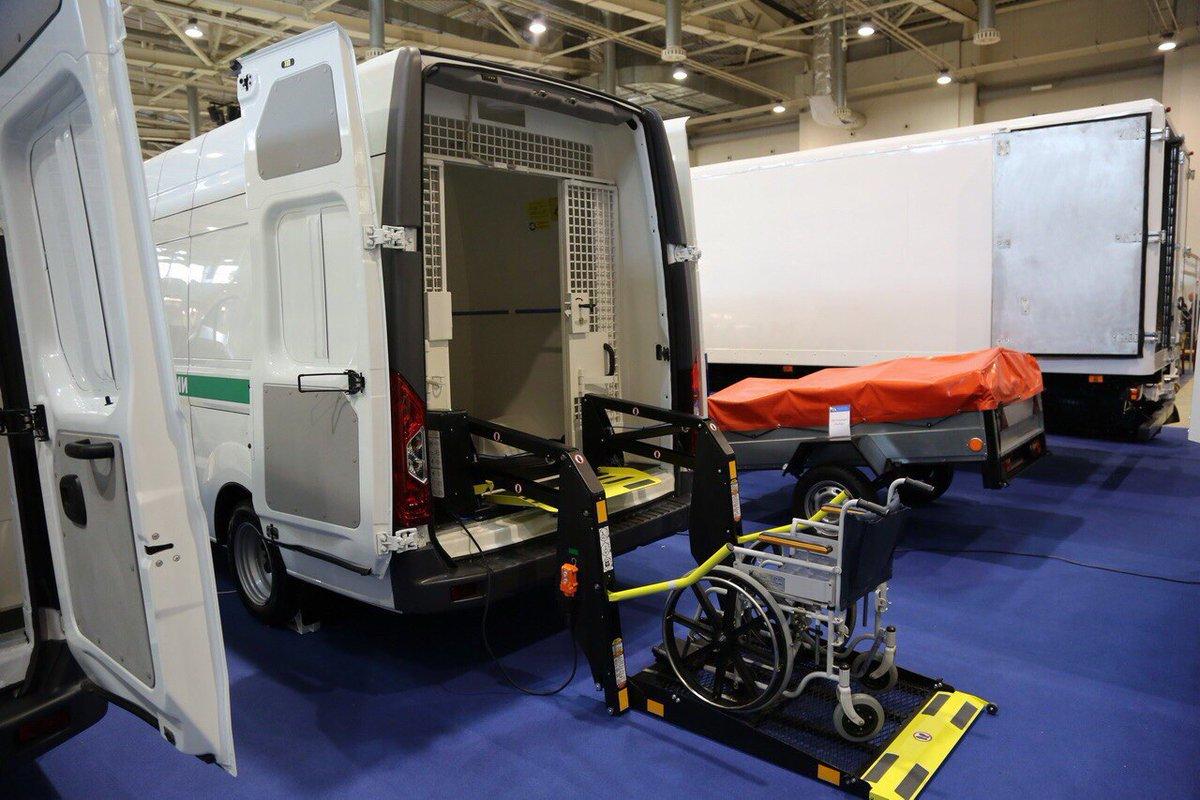 З турботою про інвалідів: в РФ продемонстрували автозаки для людей на колясках