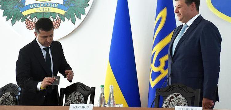 """Новий очільник Житомирщини виявився """"бомжем"""" з елітними годинниками та великою кількістю готівки"""